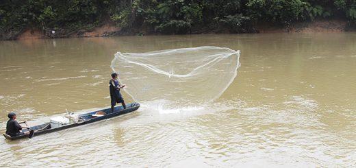Pescadores sobre el río Orteguaza Fotografía: James Peña Valencia