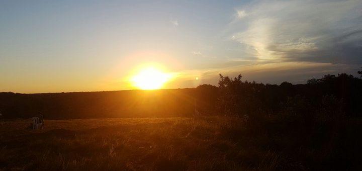El sol camina y camina al borde de la gran llanura amazónica. Foto Marinela.