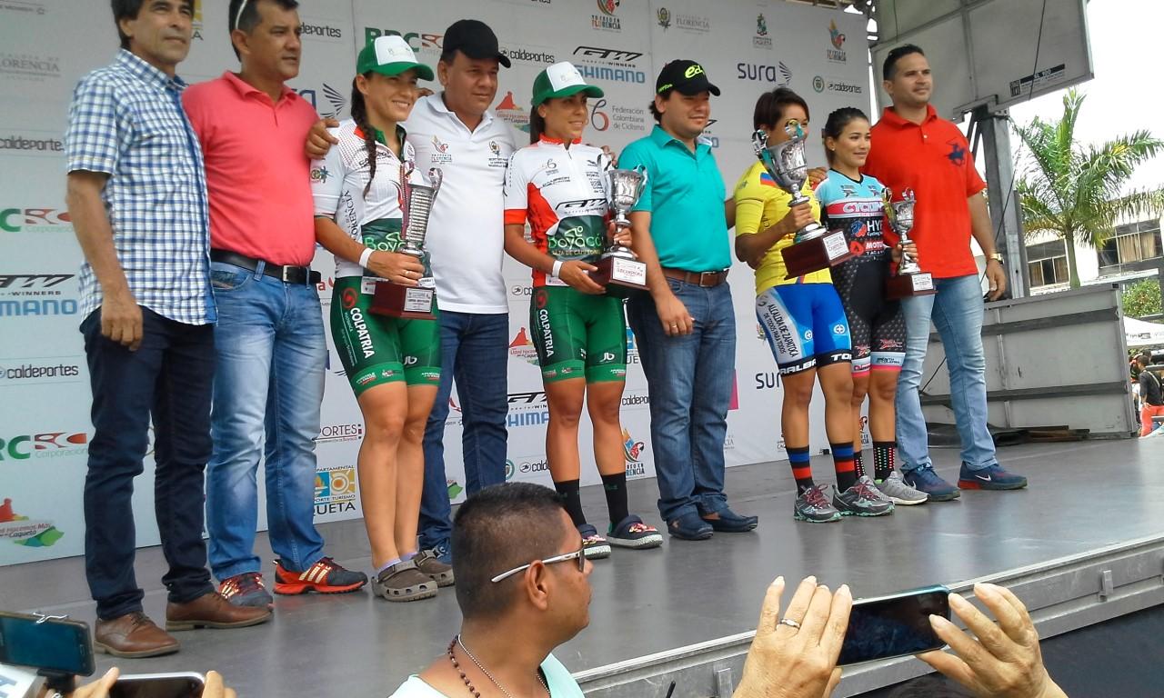 Cuadro de honor del tour femenino con las autoridades