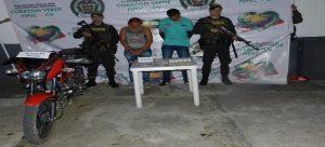 Capturada pareja en moto hurtada y con municiones en Cartagena del Chairá