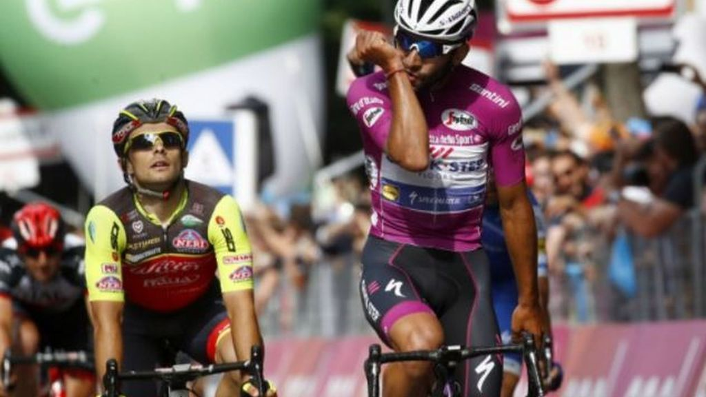 En feroz ataque Gaviria gana su cuarta etapa en el Giro de Italia