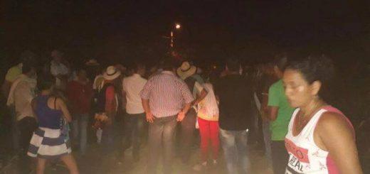 Campesinos bloquean la vía a Cartagena del Chairá