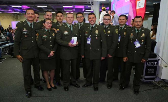 """Colombia tiene """"la policía más twittera del mundo"""""""