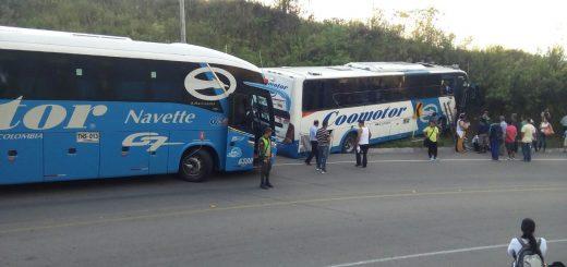 Accidentado bus de Coomotor en la vía Florencia Suaza