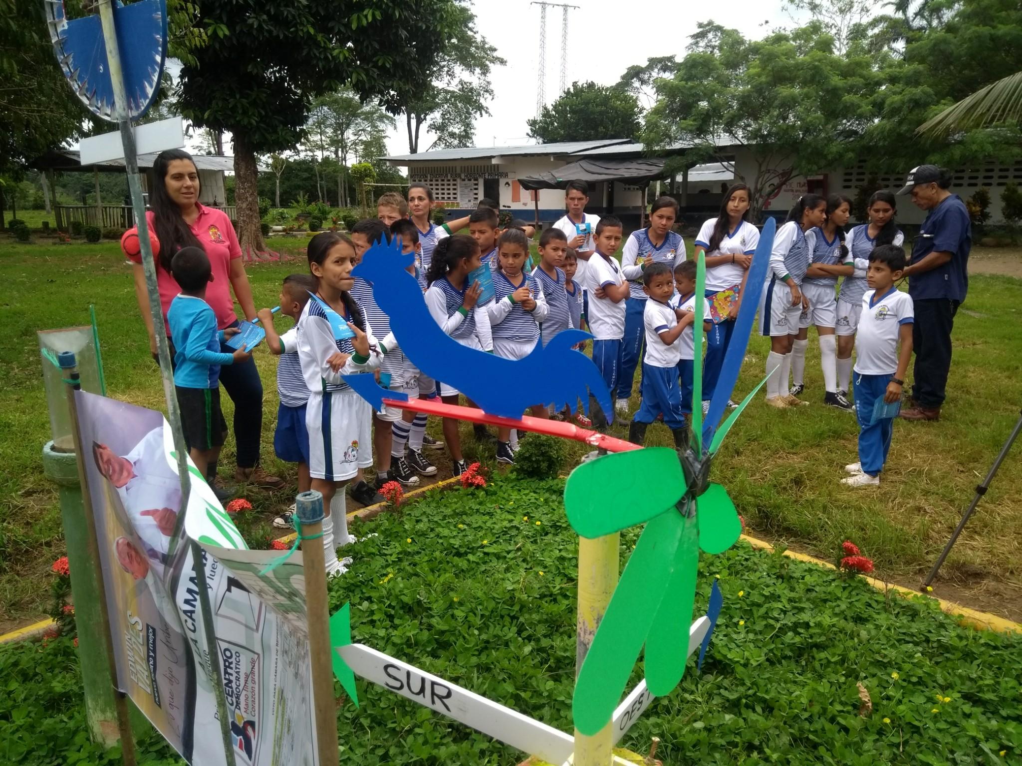 Huertas escolares regreso al campo de los niños de la zona rural de Curillo