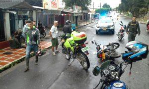 Motorizada y motociclista se estrellan en Florencia