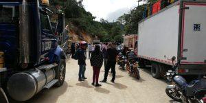 Monumental trancón en Resinas y la vía nueva al Huila sigue cerrada