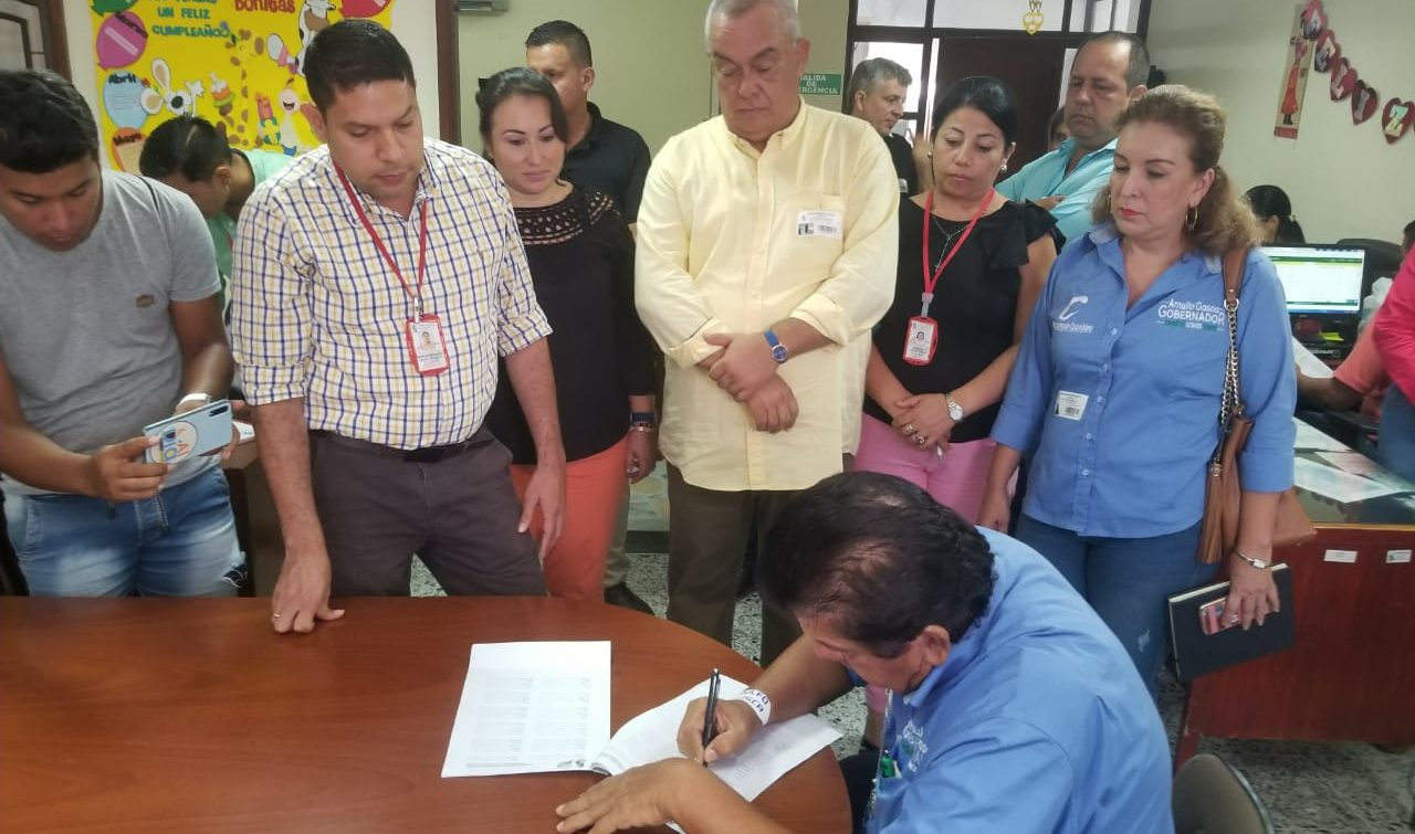 Arnulfo Gasca firmó compromiso con la paz