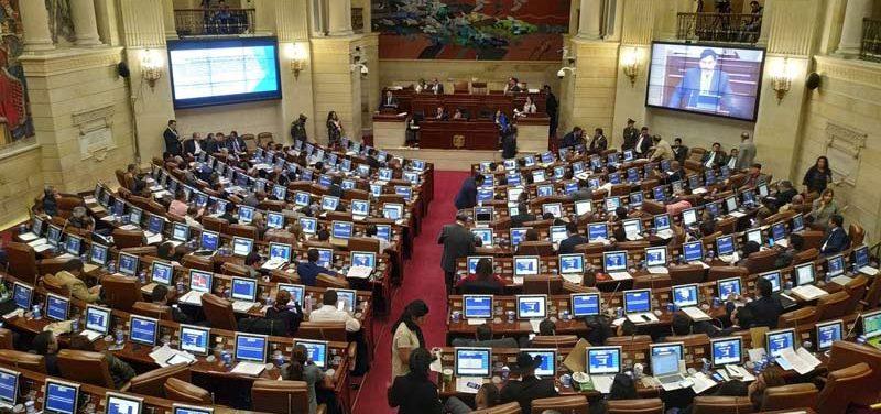 Lista de representantes que hundieron propuesta a favor de los departamentos amazónicos